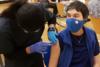 Covid 19: Γιατί και πόσο νοσούν οι εμβολιασμένοι - Τρεις φορές μικρότερη η πιθανότητα να κολλήσει κάποιος μετά τις δύο δόσεις