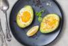 Μαγειρέψτε αβοκάντο γεμιστά με αβγό