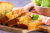 Aλμυρό κέικ με τυρί και μπέικον