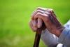 Πάτρα: Ηλικιωμένος δέχτηκε επίθεση από ανήλικη στην οδό Ναβαρίνου
