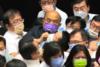 Απίστευτες σκηνές στη Βουλή της Ταϊβάν (video)