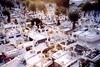 Πάτρα: 'Deals' ναρκωτικών ουσιών ανάμεσα σε τάφους και μνήματα!