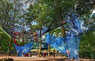 Έφτιαξαν πάνω σε δέντρα μια... μοναδική παιδική χαρά! (pics+video)