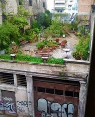 Θυμάστε τον κήπο / έκπληξη σε ταράτσα της Ρήγα Φεραίου; Ε, τον διέλυσαν!