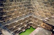 Ινδία: Αυτό είναι το πηγάδι με τα 3.500 σκαλοπάτια (pics+vids)