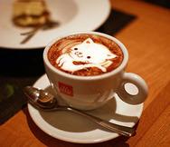 Γατίσιες δημιουργίες που κάνουν τους καφέδες... ακόμα πιο απολαυστικούς! (pics)