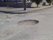 Πάτρα: Στα μαύρα τους χάλια οι δρόμοι στις ανατολικές συνοικίες της πόλης