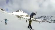 Απίστευτο εναέριο high-five στο χιόνι! (video)