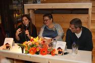 Πάτρα: Με μεγάλη επιτυχία έγινε η παρουσίαση του βιβλίου 'Μamma Santissima' στο βιβλιοπωλείο Discover (pics)