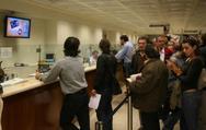 Πάτρα: 'Ουρές' στις τράπεζες, πληρώνουν ΕΝΦΙΑ και τέλη κυκλοφορίας