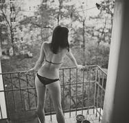 Πατρινή φοιτήτρια βγήκε μισόγυμνη στο μπαλκόνι και φώναζε για την…«ελπίδα που έρχεται»