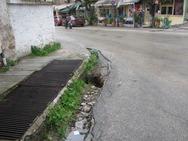 Πάτρα: Επικίνδυνη λακκούβα πάνω στην στροφή του στρατοπέδου του ΚΕΤχ