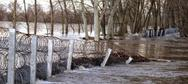 Η κακοκαιρία γκρέμισε τον φράχτη του Έβρου (pic)