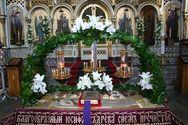 Πάτρα: Πλήθη πιστών στις εκκλησίες για να προσκυνήσουν τους Eπιτάφιους