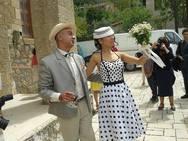 Ένας θεατράλε γάμος στην Ακράτα από ένα όμορφο ζευγάρι ηθοποιών!