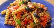 Νόστιμη συνταγή - Μακαρόνια με σαλάτα για το γραφείο
