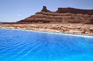 Χρωματιστές λίμνες στην έρημο (pics)