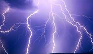 Αχαΐα: Κεραυνός έπεσε σε κολώνα της ΔΕΗ, δίπλα σε σπίτι, στο Λεόντειο
