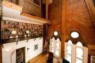 Ένα ατμοσφαιρικό διαμέρισμα με ταβάνι 10 μέτρων! (pics)