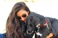 Mια Μαροκινή από την Αχαΐα, γυρίζει τον κόσμο με τον σκύλο της! (pics)