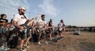 Μια ροκ μπάντα 1000 ατόμων (video)