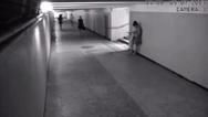 Προσπάθησαν να την κλέψουν στο μετρό αλλά κάτι δεν υπολόγισαν σωστά... (video)