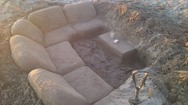 'Ξαναχτύπησε' ο Σαράντης και έκανε ένα καθιστικό στην... άμμο!
