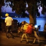 Πάτρα - Βραχναίικα: Πήρε τον γάϊδαρο του, έβαλε φώτα πορείας και πήγε για ποτό! (Δείτε φωτο)