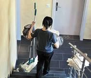 Πάτρα: Στον 'αέρα' παραμένει η σύμβαση με τις σχολικές καθαρίστριες