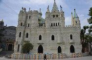 Ο εκατομμυριούχος που συγκεντρώνει διάσημα ευρωπαϊκά κάστρα στην Κίνα! (pics)