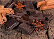 H μαύρη σοκολάτα βοηθά στην απώλεια βάρους