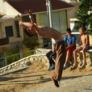 O Χρήστος Kρίλης εκπροσωπεί την Πάτρα στο freerunning parkour στην Σαντορίνη! (Δείτε φωτο)