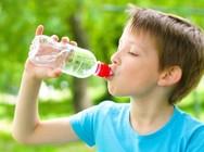 Γιατί τα παιδιά πρέπει να πίνουν πολύ νερό;