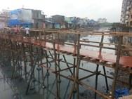 Πράξη Ανθρωπιάς - 17χρονος κατασκεύασε γέφυρα για την πρόσβαση των παιδιών σε σχολείο (pics)