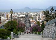 Πάτρα: Σε κακή κατάσταση τα πεζοδρόμια και οι σκάλες στο κέντρο της πόλης