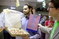 Έχετε απογοητευτεί από τους ανθρώπους; Παντρευτείτε μία... πίτσα! (pics)