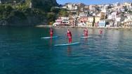 Πάργα: Οι Αη Βασίληδες έφθασαν πάνω σε σανίδα του surf (video)