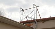 Ηλεία: Ηλιακός θερμοσίφωνας 'πέταξε μακριά' από το γήπεδο του Καλλικώμου (pic)