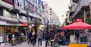 Το απόγευμα της παραμονής στην Πάτρα η κίνηση θύμιζε 'καρναβάλι'! (pics)
