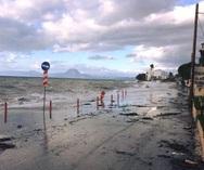Πάτρα: Η θάλασσα βγήκε στην παραλιακή οδό στα Βραχνέικα