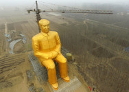 Οι Κινέζοι κατεδάφισαν το τεράστιο άγαλμα του Μάο (pic)