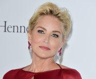 Δείτε τη Sharon Stone άβαφη και χωρίς φρύδια! (pic)