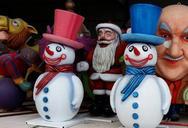 Πάτρα: Χιονάνθρωποι και κατασκευές για τα Χριστούγεννα έμειναν 'παροπλισμένα' (pics)
