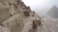 Σκαρφανώνοντας στη μεγάλη πυραμίδα της Γκίζας (video)