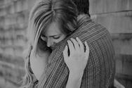 Έρευνα - Η αγκαλιά μειώνει τα επίπεδα του στρες