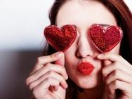 Είσαι single; Τρόποι για να το γιορτάσεις ανάλογα με το ζώδιό σου!