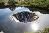 Γιγαντιαία τρύπα - εσωτερικός καταρράκτης σε λίμνη της Πορτογαλίας (video)