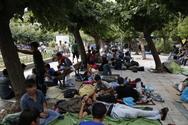 Απελπιστική είναι η κατάσταση στην πλατεία Βικτωρίας - Πάνω από 600 πρόσφυγες κοιμούνται στο κρύο (pics)
