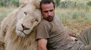 Ο Κέβιν Ρίτσαρντσον είναι ο... «Γητευτής των Λιονταριών» (pics+video)