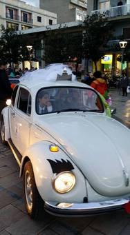 Πάτρα: Γέμισε από παλιά οχήματα η πλατεία Γεωργίου για το «Ευτυχείτε» (pics+video)